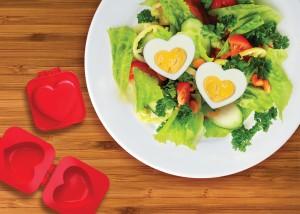 Molde para cortar los  huevos duros en forma de corazón de Mustard